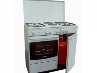 Cooker with gas bottle